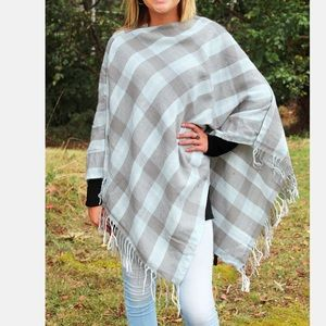 Sweaters - Checked super cute fall poncho!